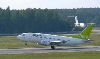 airBaltic_Boeing_737-500_beim_Start